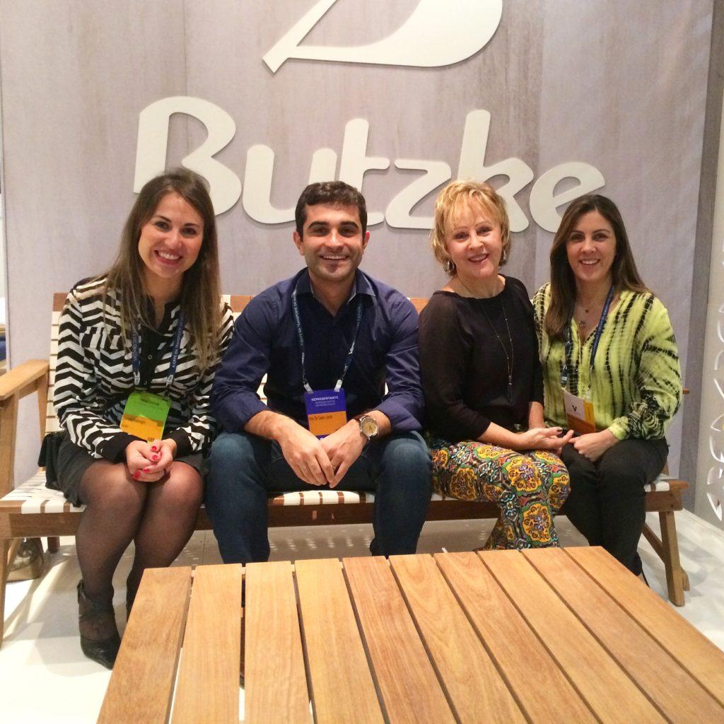 Danielle e Vitor, da equipe Butzke, Carmem e Marcela, da loja Stampa de Vitória.
